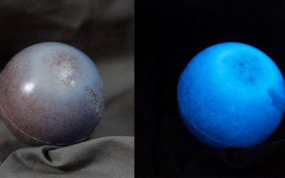 Make Glow in the Dark Balls from Wood Chips, Resin and Glow Powder